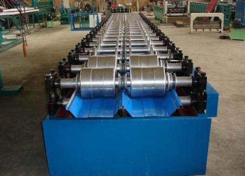 山西彩钢板厂家加工设备展示